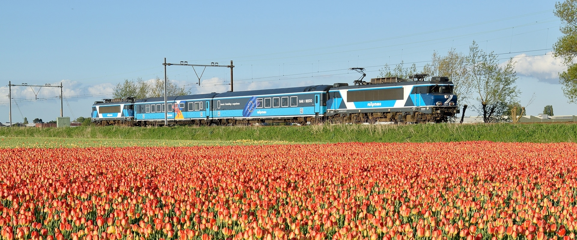 Dinner Train is een unieke pop-up-beleving in een als restaurant ingerichte trein die een jaar lang door Nederland rijdt en in 15 stations gasten verwelkomt voor een smakelijke reis.