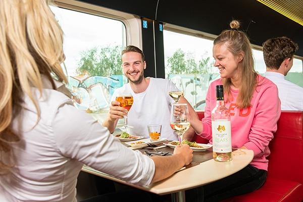 Persbericht: Dineren in een rijdende trein